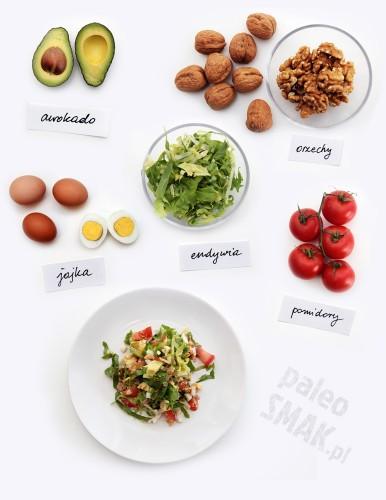 Sałatka z endywii z awokado, jajkiem i pomidorem